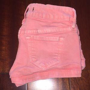 Cute pink jean shorts!!
